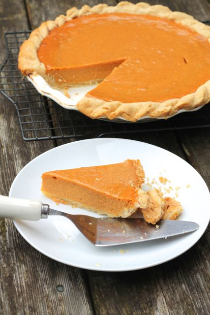 Easy, Perfect Pumpkin Pie | thedomesticblonde.com