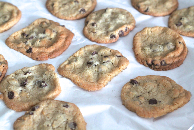 Mama's Chocolate Chip Cookies | thedomesticblonde.com