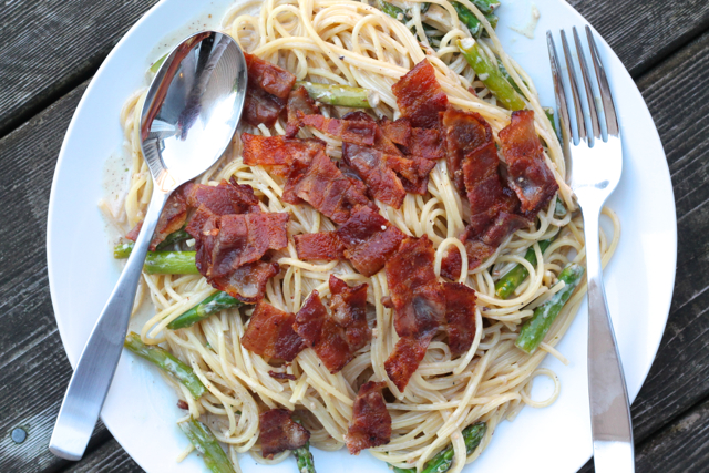 Bacon & Asparagus Pasta | thedomesticblonde.com