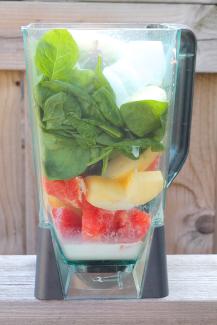 Grapefruit Spinach Smoothie | thedomesticblonde.com