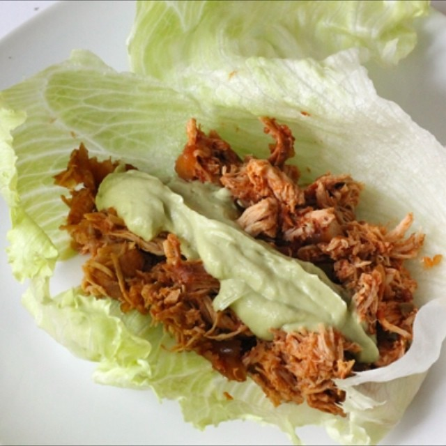 Slow cooker chicken lettuce wraps with avocado crema on the blog 🐓