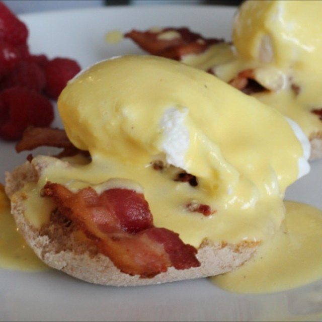 Good morning! Homemade hollandaise sauce on the blog yesterday 👌